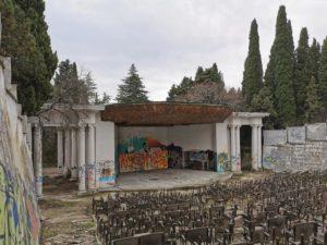 zabroshennyj-kinoteatr-simeiz