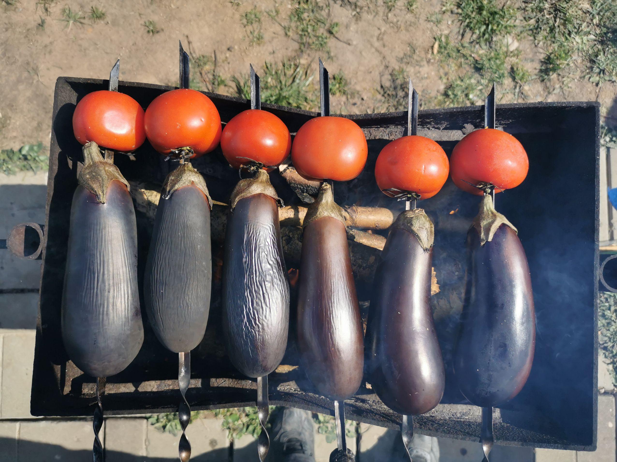 baklazhany-s-pomidorami-na-uglyah
