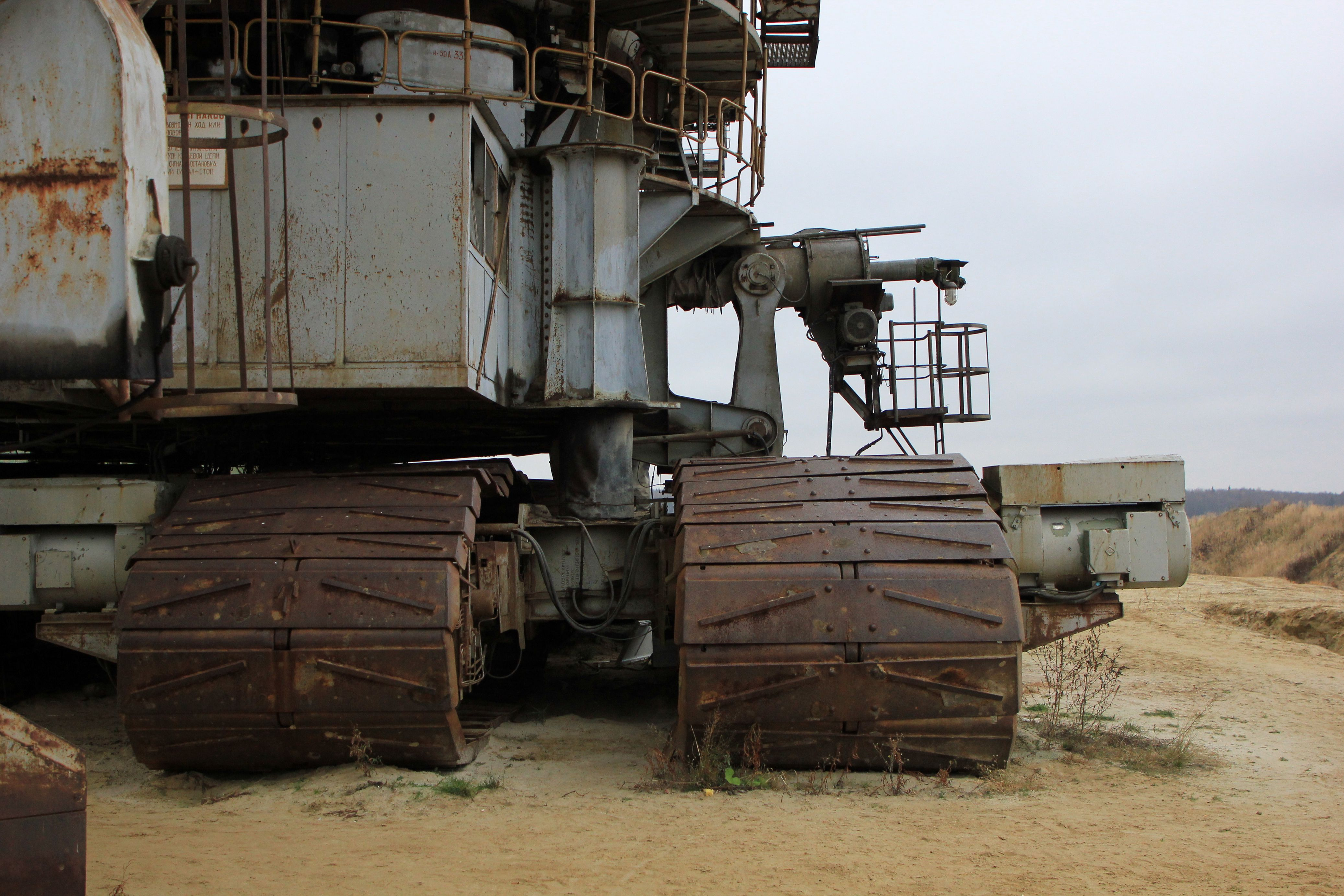 gusenichnyj-mnogokovshovyj-ekskavator